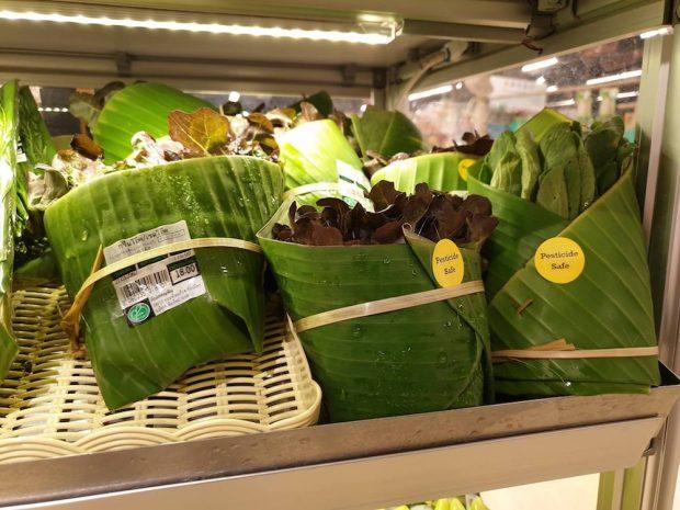 Un supermercado en Tailandia cambia el plástico por hojas de plátano
