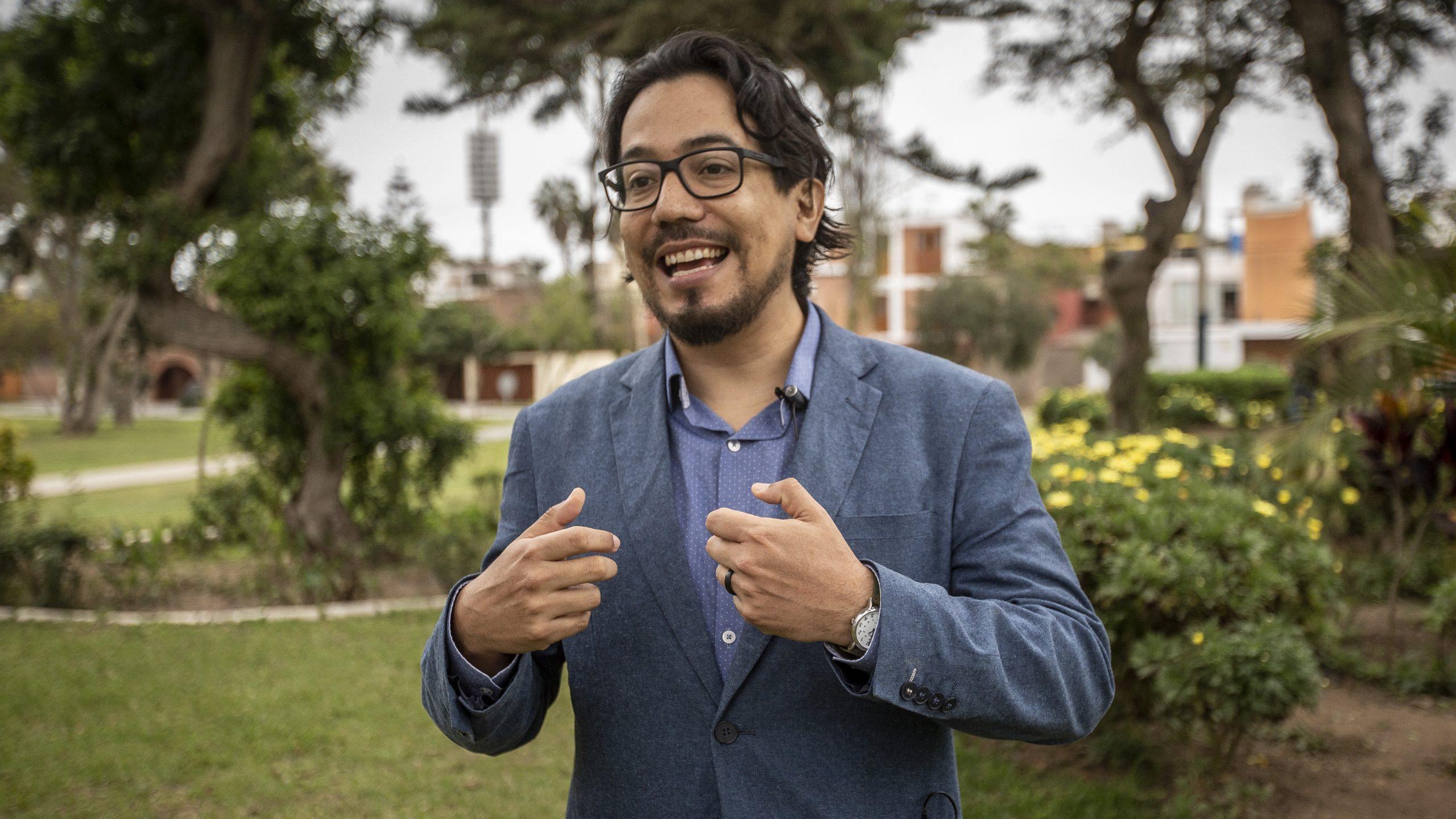 En Perú, para hacer una transición energética democrática existen retos políticos enormes, señala experto