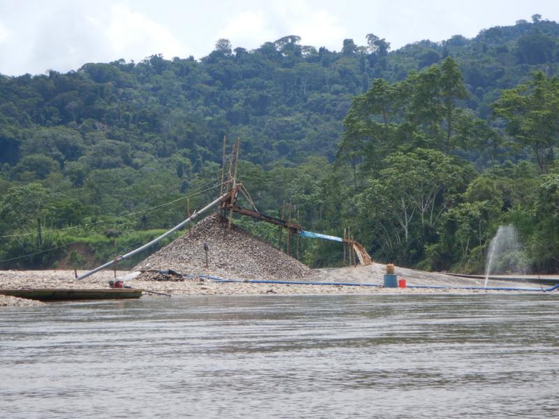 Awajún de El Cenepa piden interdicción por avance de minería ilegal durante pandemia
